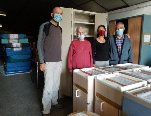 Preparation du container rempli de matériel médical à destination de la Maternité de LEGMOIN
