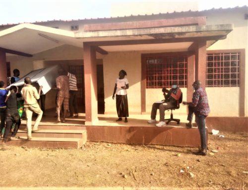 le matériel medical donné par l'Hopital de Grasse est arrivé à Legmoin (Burkina Faso)!!